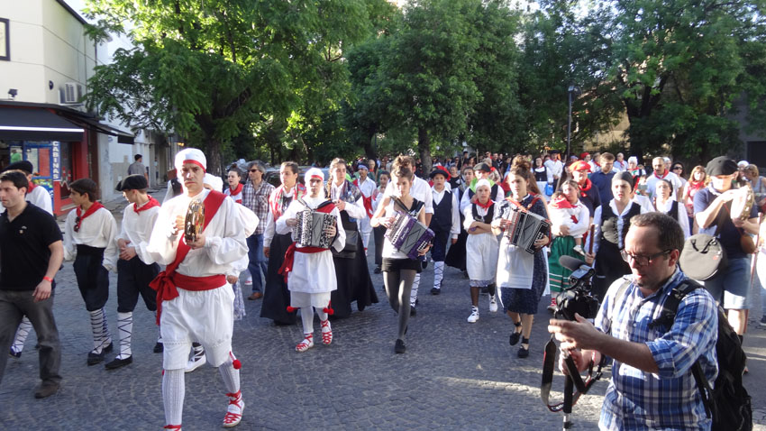 Marching with Basque music and rhythm throught La Plata