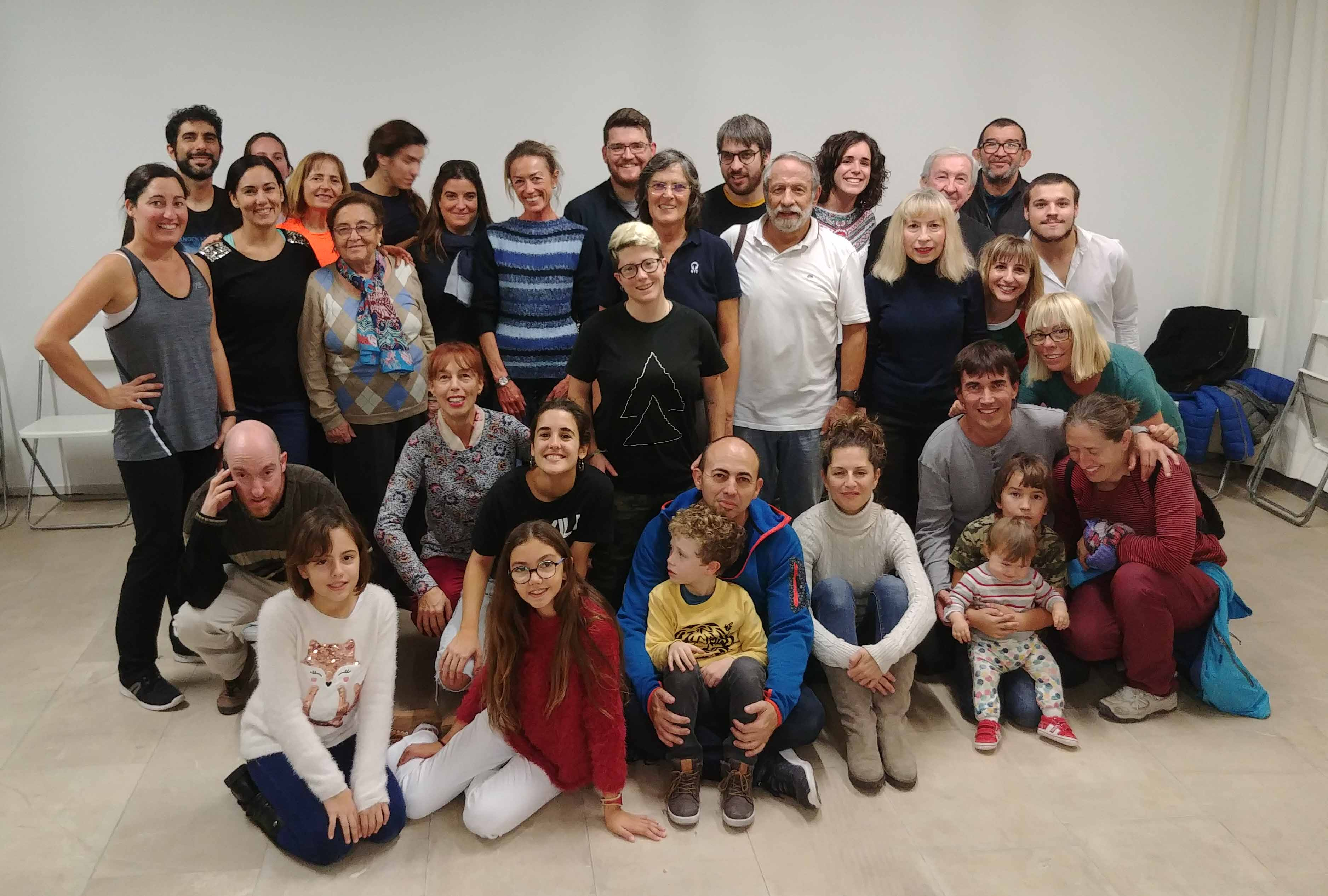 Participants in the Basque dance class in Alicante 10 days ago; this Friday, Basque dinner and atmosphere