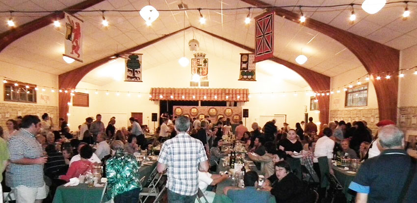 Foto de archivo de una cena, en este caso tipo sidrería, en la Euskal Etxea de Boise, antes de la pandemia