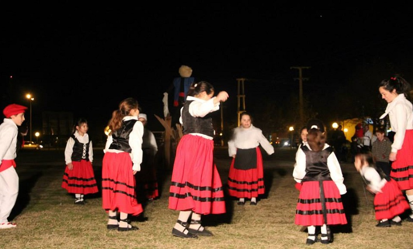 Euskal Sustraiak Dance Group