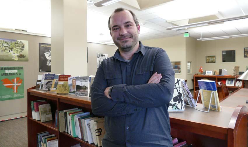 Iñaki Arrieta Baro has been the librarian at the Jon Bilbao Basque Library in Reno since September 1st (photoEuskalKultura.com)