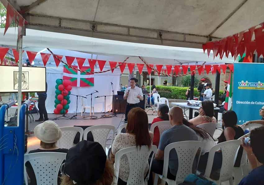 El historiador antioqueño John Alejandro Ricaurte diserta sobre los vascos que llegaron a Antioquia (foto EE)
