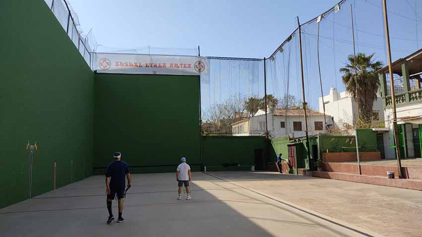 Euskal Etxea de Mallorca dispone en Palma del uso del frontón e instalaciones del Club Frontón Son Rapinya
