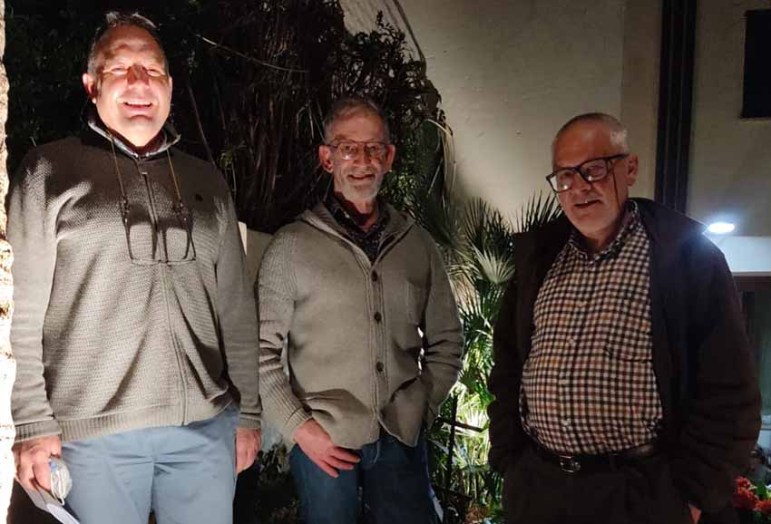 Mallorcako EEko lehendakari Nicolas Ibarra, 'Euskara Munduan'go koordinatzaile Kinku Zinkunegi eta euskara irakasle Julen Gorostiza