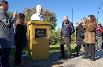 Hours before the National Mus Tournament in Macachin, the bust in honor of Iñaki Unamuno from Bergara was inaugurated