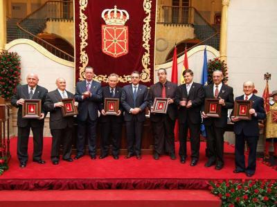 Entrega en 2005 de la Medalla de Oro de Navarra a los Centros Navarros en Chile y Argentina