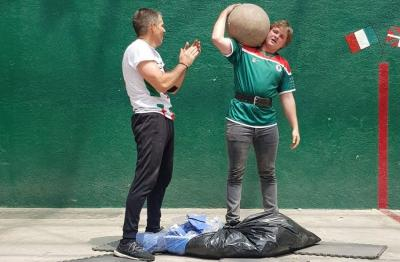 At Diaspora Day 2019 in Mexico, Josu Garritz lifting 65kg 18 times