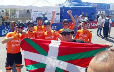 """The Basque team Orbea Foundation with fans from the local Basque club at the """"San Juan Itzulia 2020"""""""