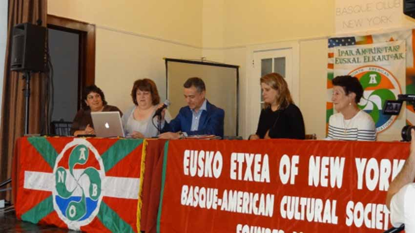 Urkullu at the Eusko Etxea of New York on the occasion of its centennial celebration in 2013 (photoEuskalKultura.com)