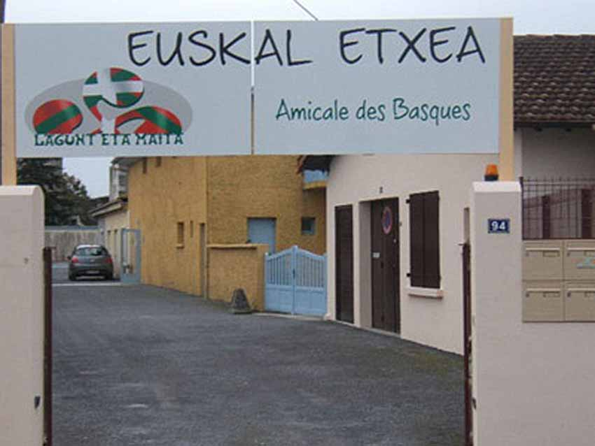 Paueko Lagunt eta Maita Euskal Etxea artxiboko argazki batean (arg EuskalKultura.eus)