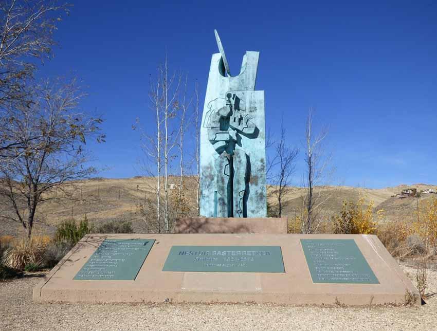 Renoko Rancho San Rafael Parkean dagoen Euskal Artzainaren Monumentua bere plakekin (argazkiak Sarah Kapel)