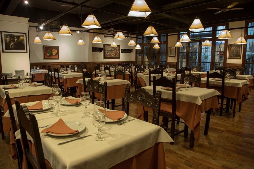 Zazpirak Bat Restaurant in Rosario