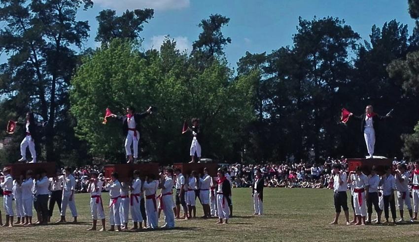 Las neskak también bailaron Kaixarranka en la Fiesta Vasca de Llavallol, este año por primera vez