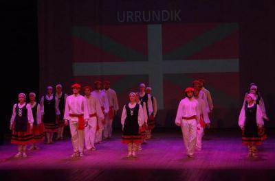 Festival de danzas y música vasca en teatro 3 de Febrero