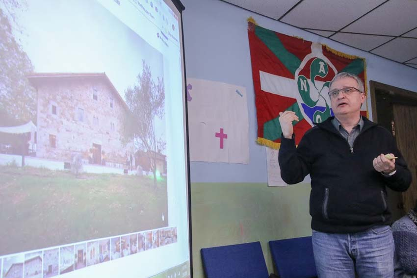 Joseba Etxarri talked about EuskalKultura and the Unanue Hotel