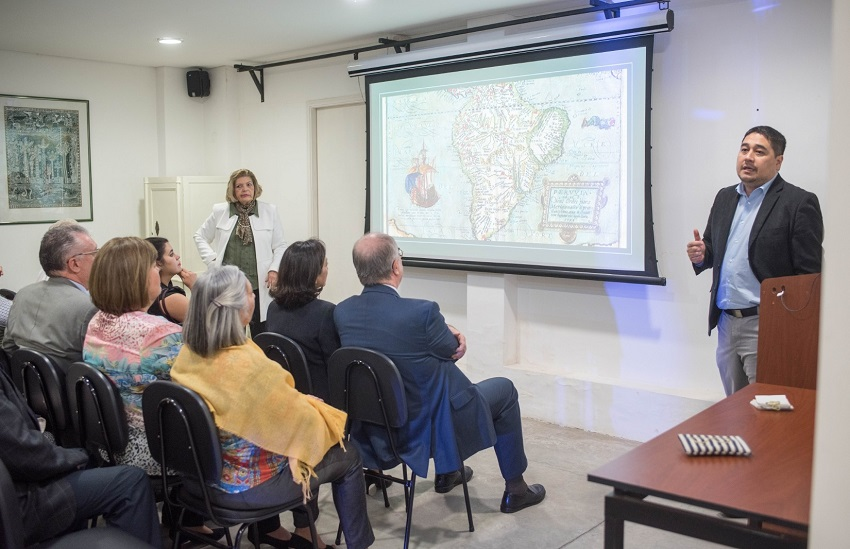 "Historian Eduardo Nacayama during his talk ""The Presence of the Basques in Paraguay"""