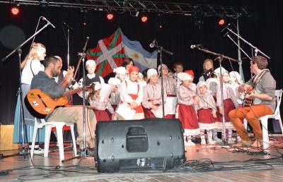Image of the 20th anniversary party at the Hiru Erreka Basque Club