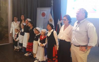 Sara Pagola Concordiako euskal gizataldeko lagunekin