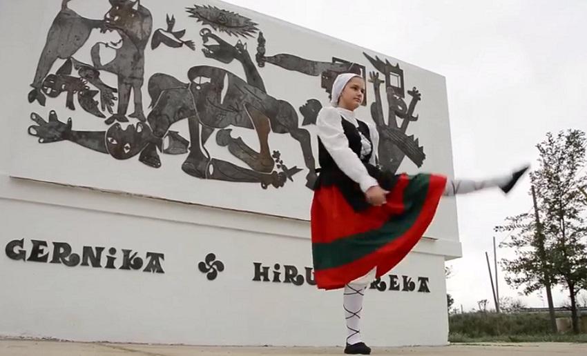 Tres Arroyoseko 'Guernica' murala berria