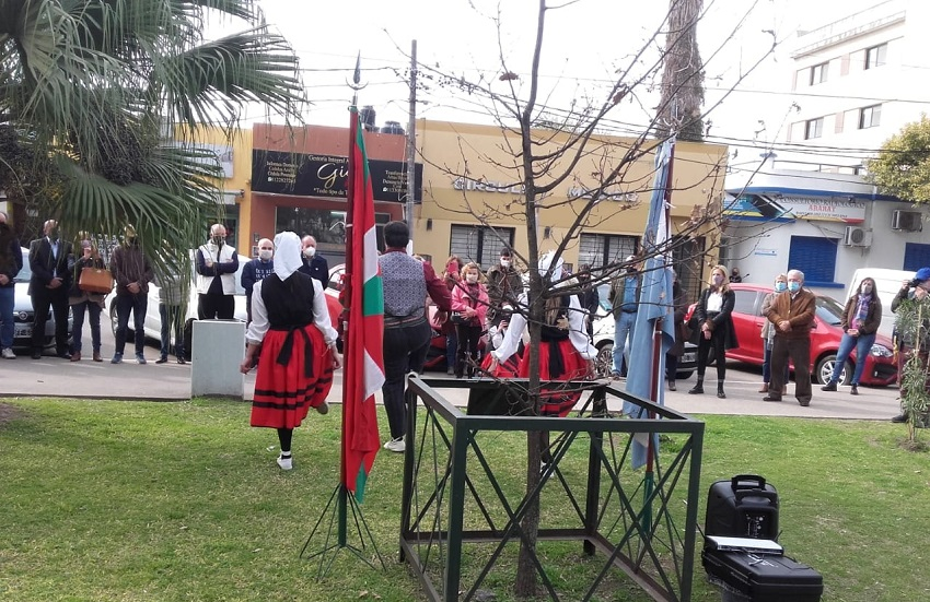 Ceremonia en la Plaza central de Gral. Rodríguez