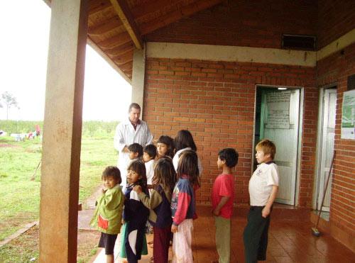 Visita a la comunidad Mbya Guarani 2008 (02)