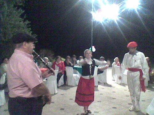 San Juan Euskal Etxeko dantzariak 02