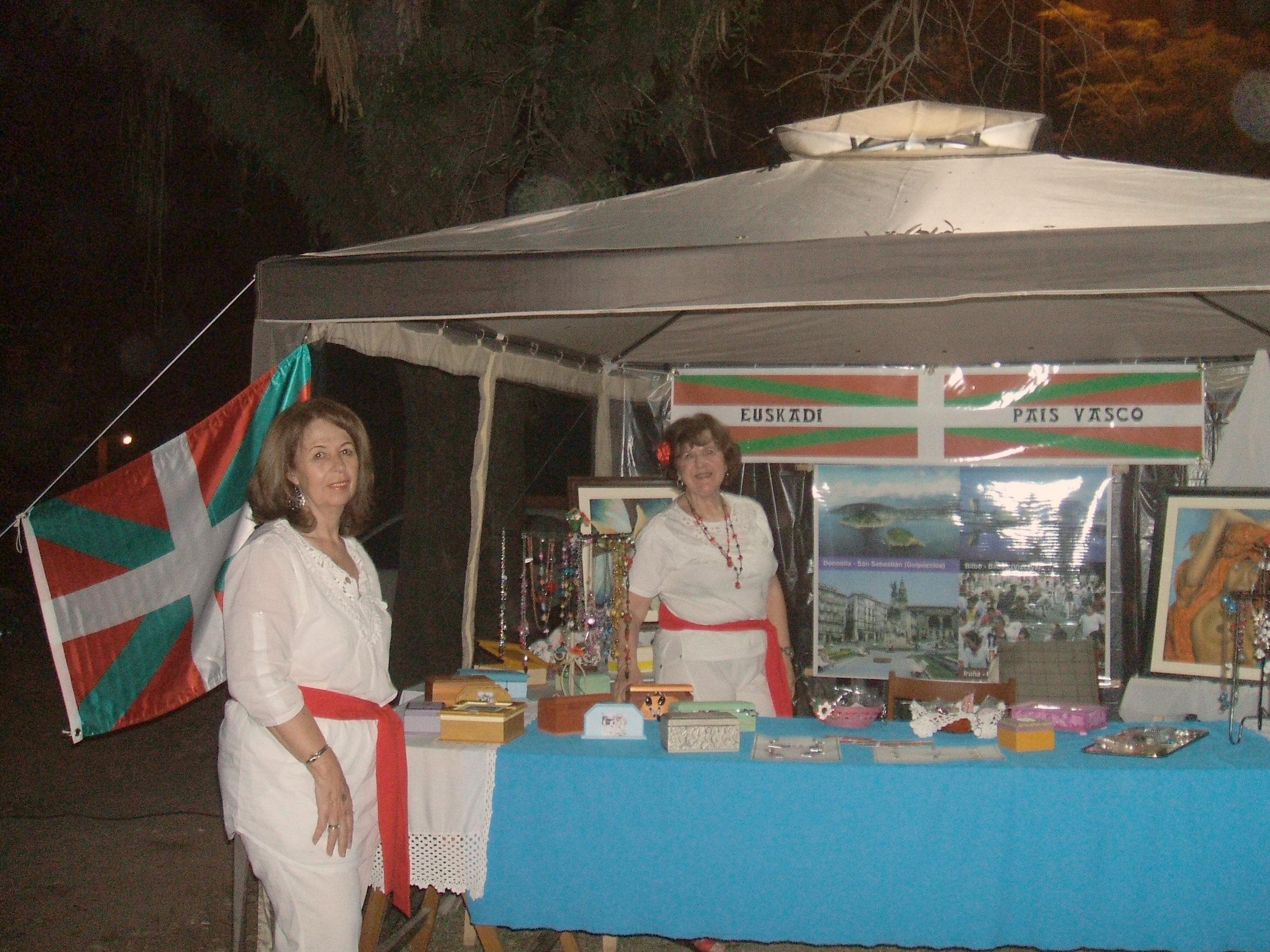 Integrantes de la Asociación Vasca de Tucumán en la Feria de Colectividades de Yerba Buena