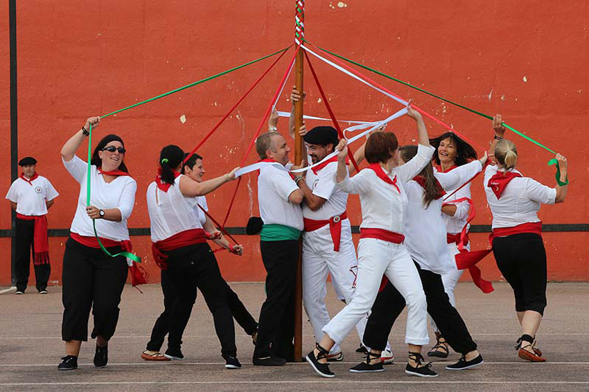 Basque dances in Saint Pierre