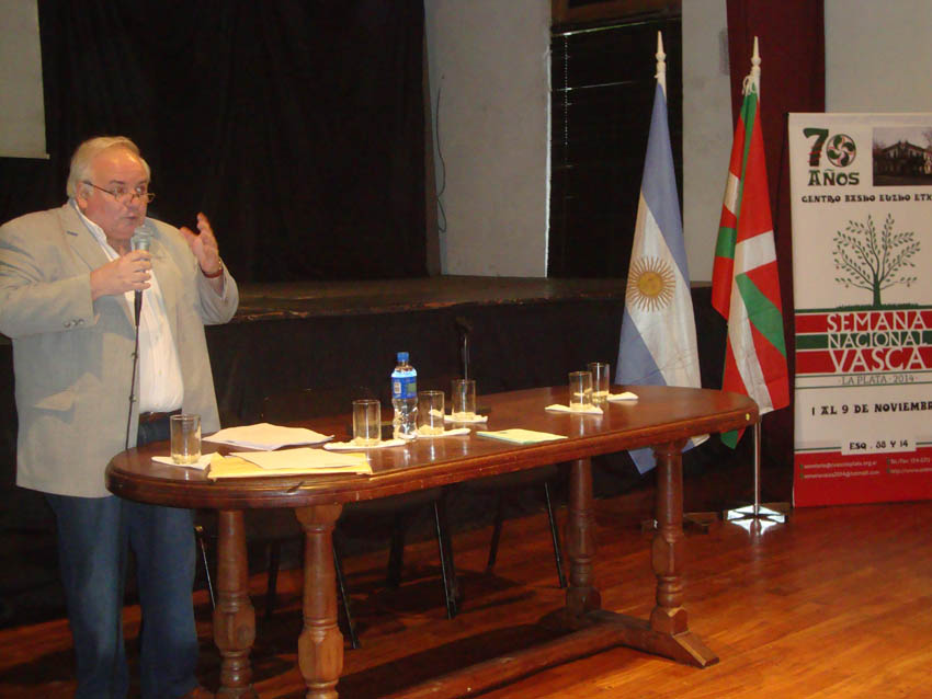 Carlos Irisarri talked about past and present of the Basque literature