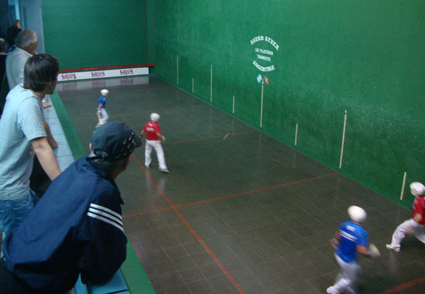 Basque pelota games every day at the Basque National Week