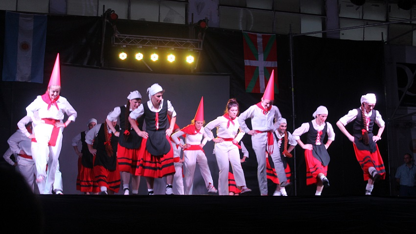 Villa Mariako dantzariak sorgin bihurtu ziren, 'Sorgin dantza' dantzatzeko