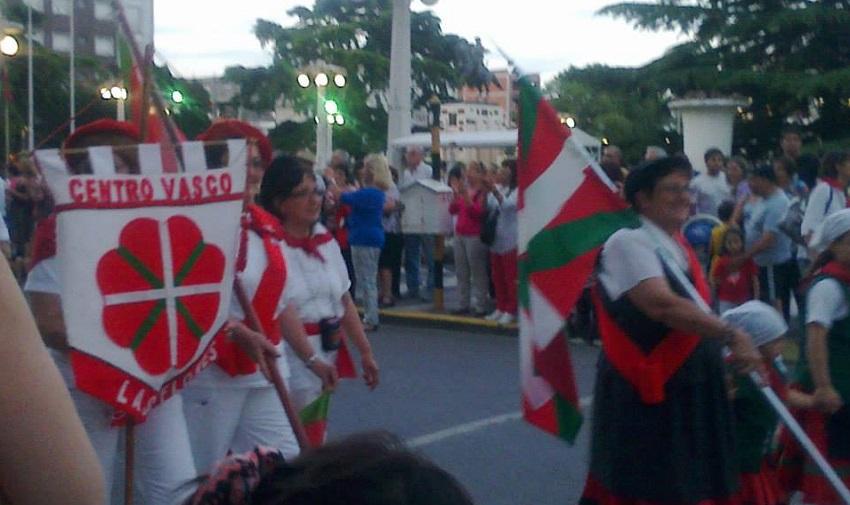 Las Floreseko Loretako Euskaldunak Azulgo Gizataldeen Jaian (argazkia Las Floresko EE)