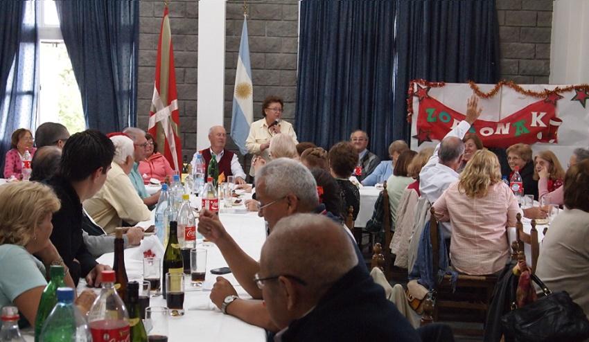 Despedida de año, palabras a los socios y llegada del Olentzero a Toki Eder