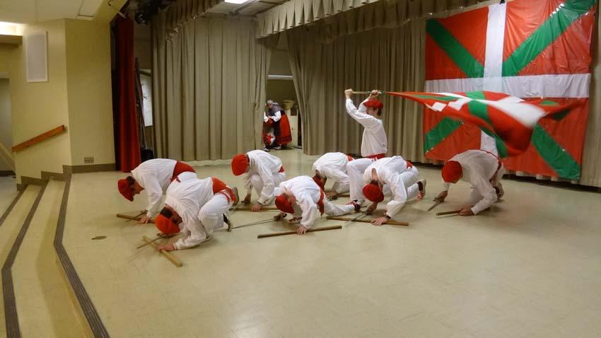 Con danzas vascas de la mano de Utah-ko Triskalariak