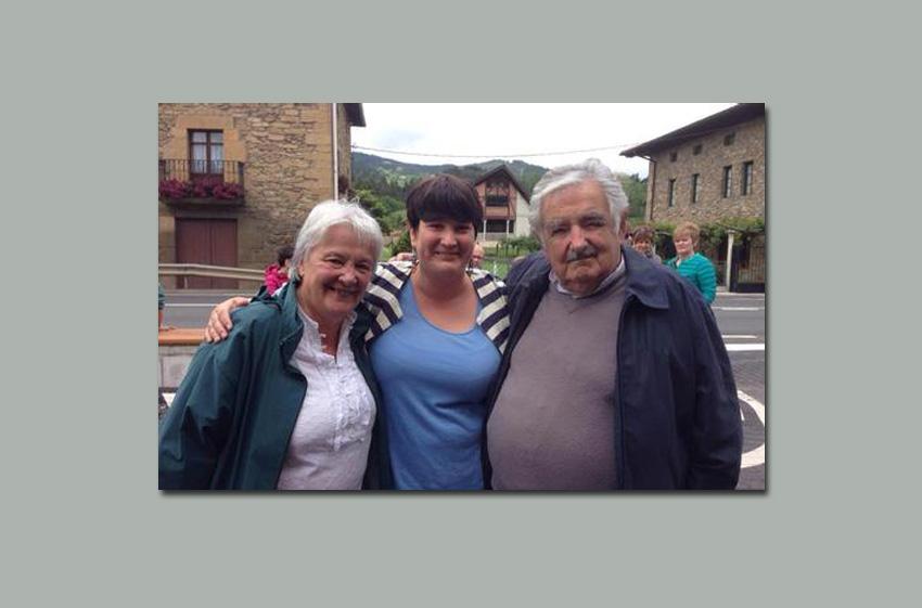 Con la bertsolari y diputada Onintza Enbeita