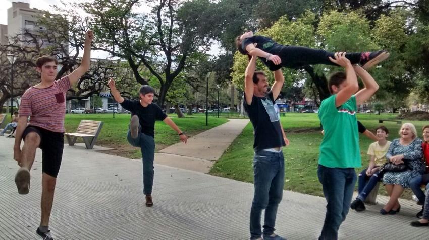 Con las danzas a la plaza