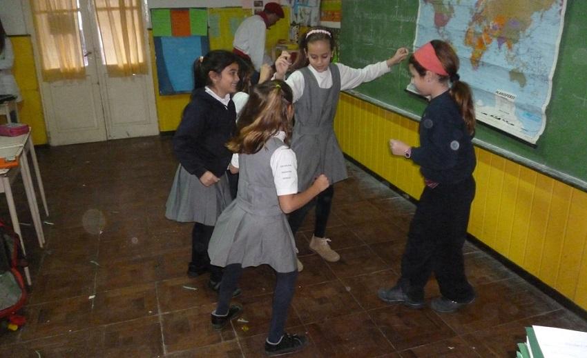 Las dantzari de la escuela