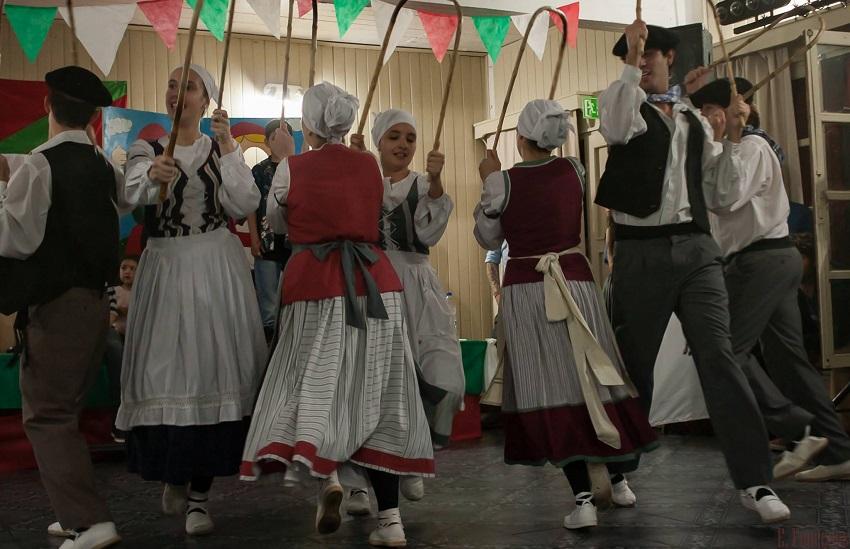 Las danzas vascas, desde Bahía Blanca
