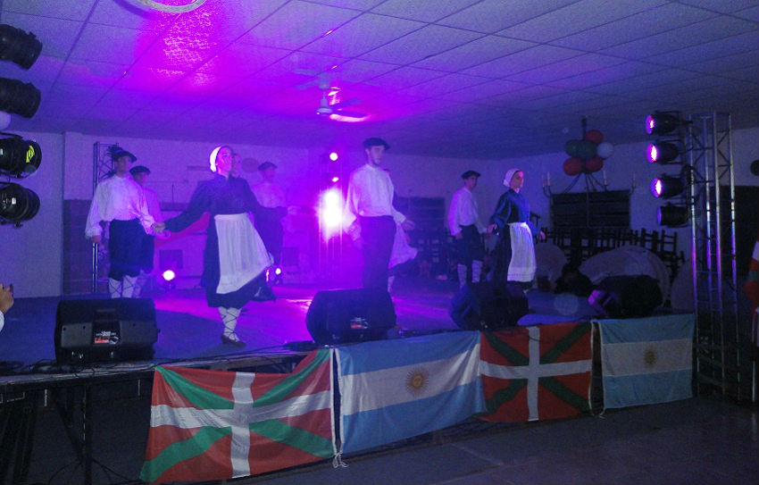 Dancers from Laurak