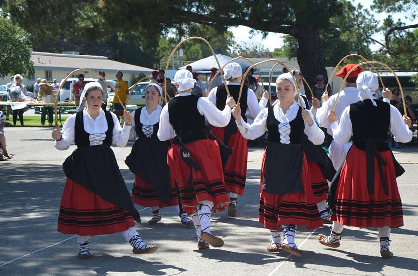 Exhibición de euskal dantza