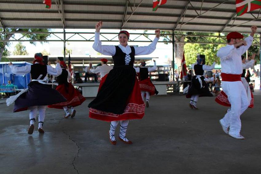 Californiako dantza taldeak