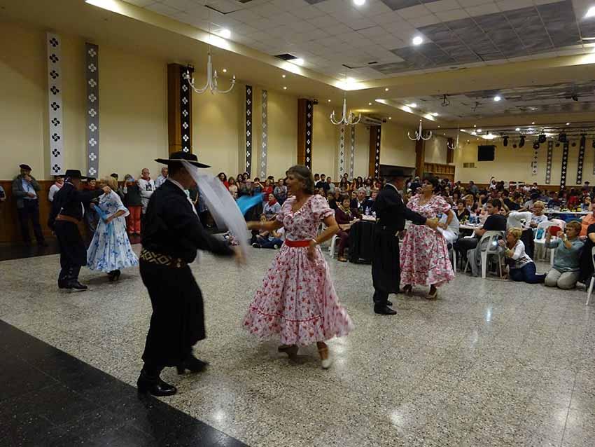 El folklore argentino saluda a los vascos