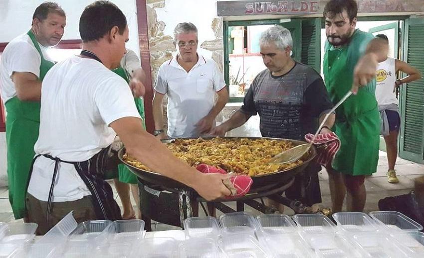 450 lagunentzako paella