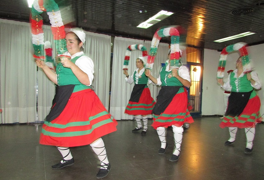 Basque dance thanks to Viedma-Patagones
