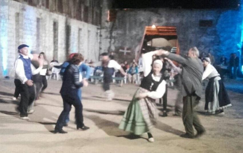 Euskal dantzak euskal upeltegian