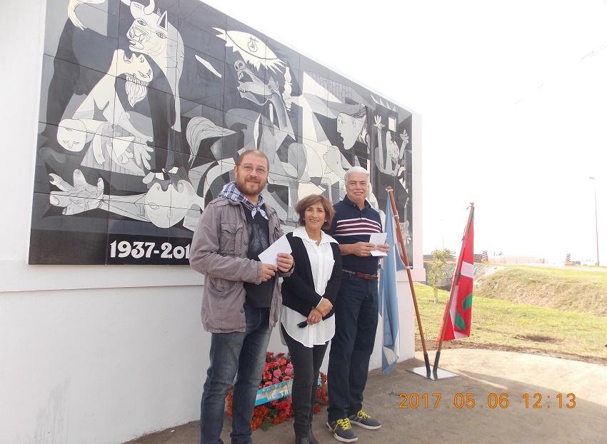 Los artistas, miembros de la Euskal Etxea