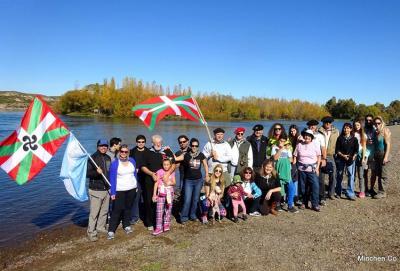 Excursion organized by the Baskos de la Confluencia, in the area where Neuquen and Rio Negro come together