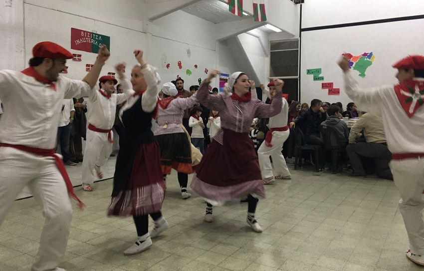 In Rosario, dancing and refreshments