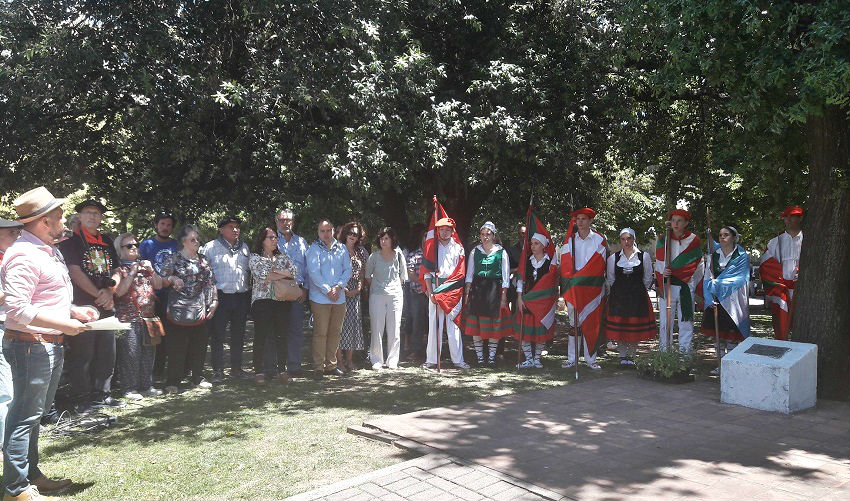Nomeolvides, en homenaje a Gernika