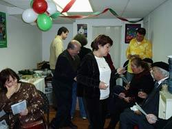 Integrantes de la euskal etxea quebequesa hace unos meses, durante la fiesta de inauguración de la nueva sede vasca en la ciudad de Montreal